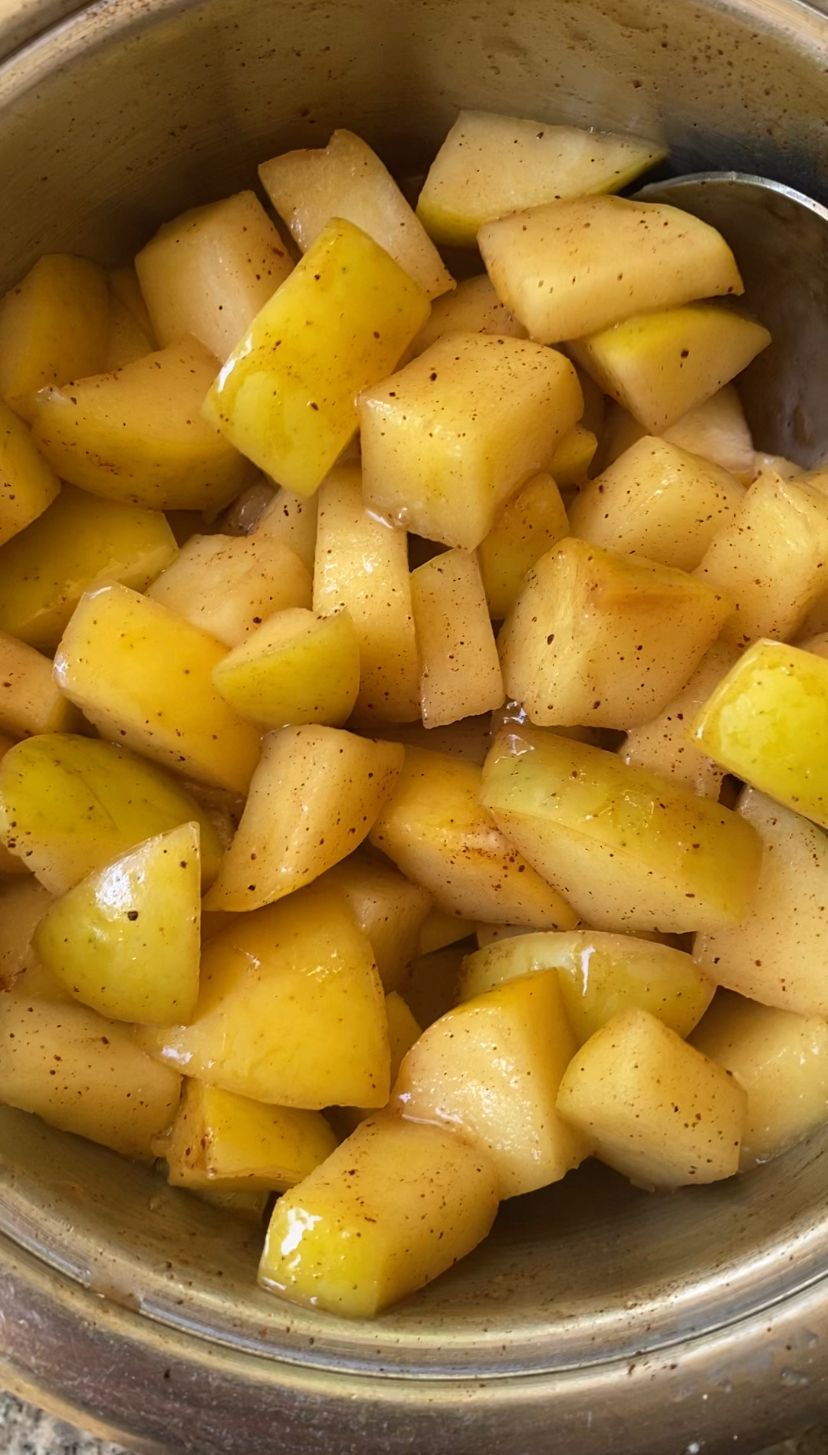 Cooking apples for the apple pie