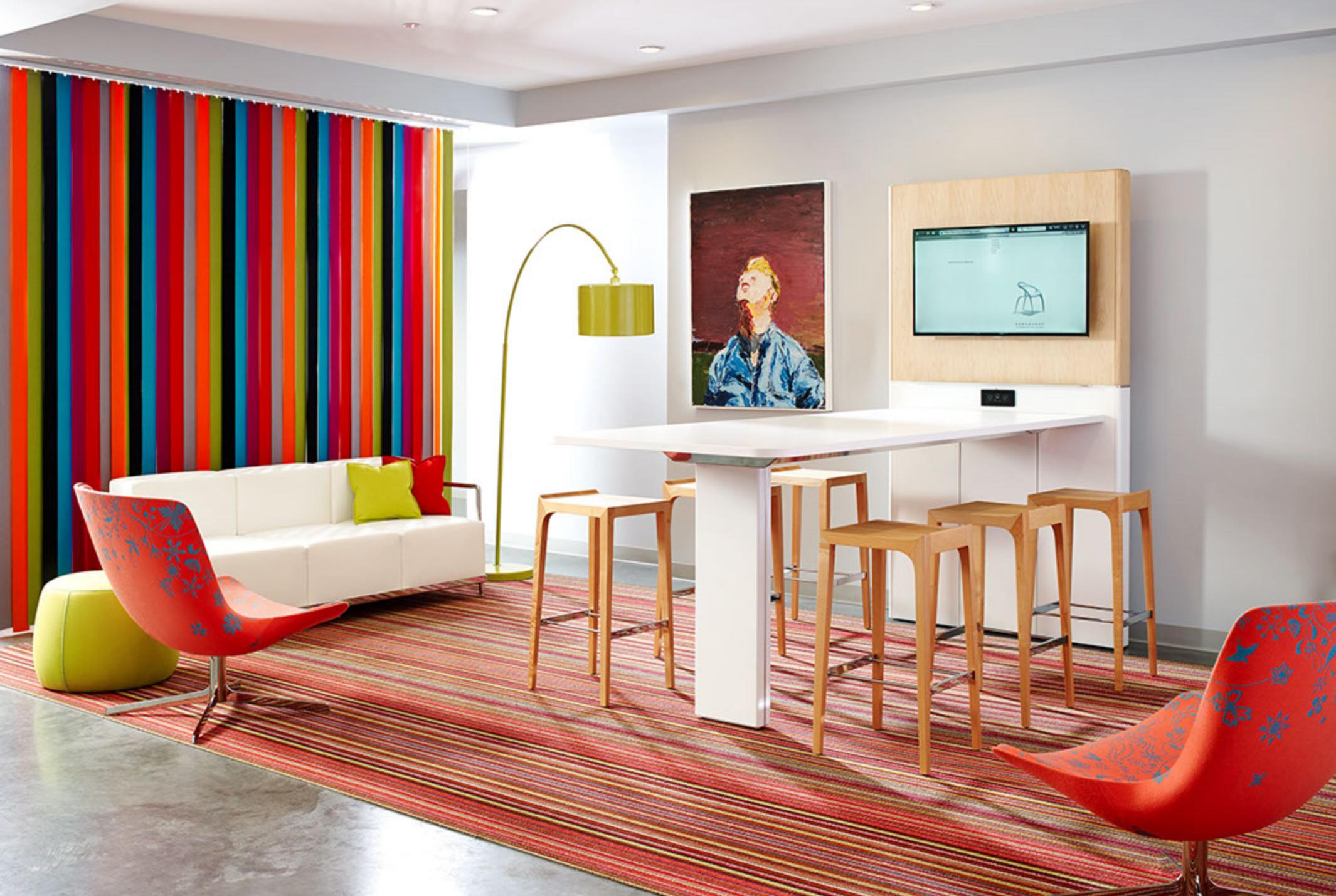 WO_Colorful MTG Room