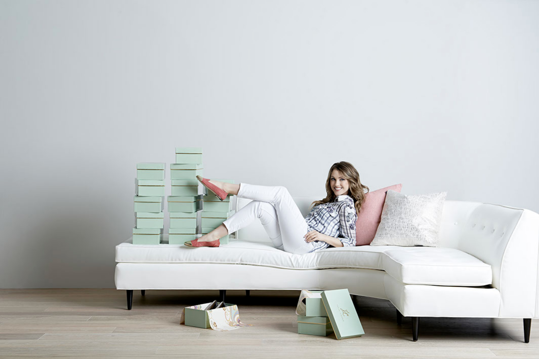 WO_Woman-Shoes-White Sectional