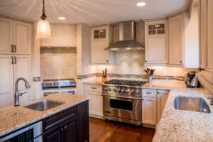 Kitchen remodeling with custom kitchen cabinets in Livonia, MI