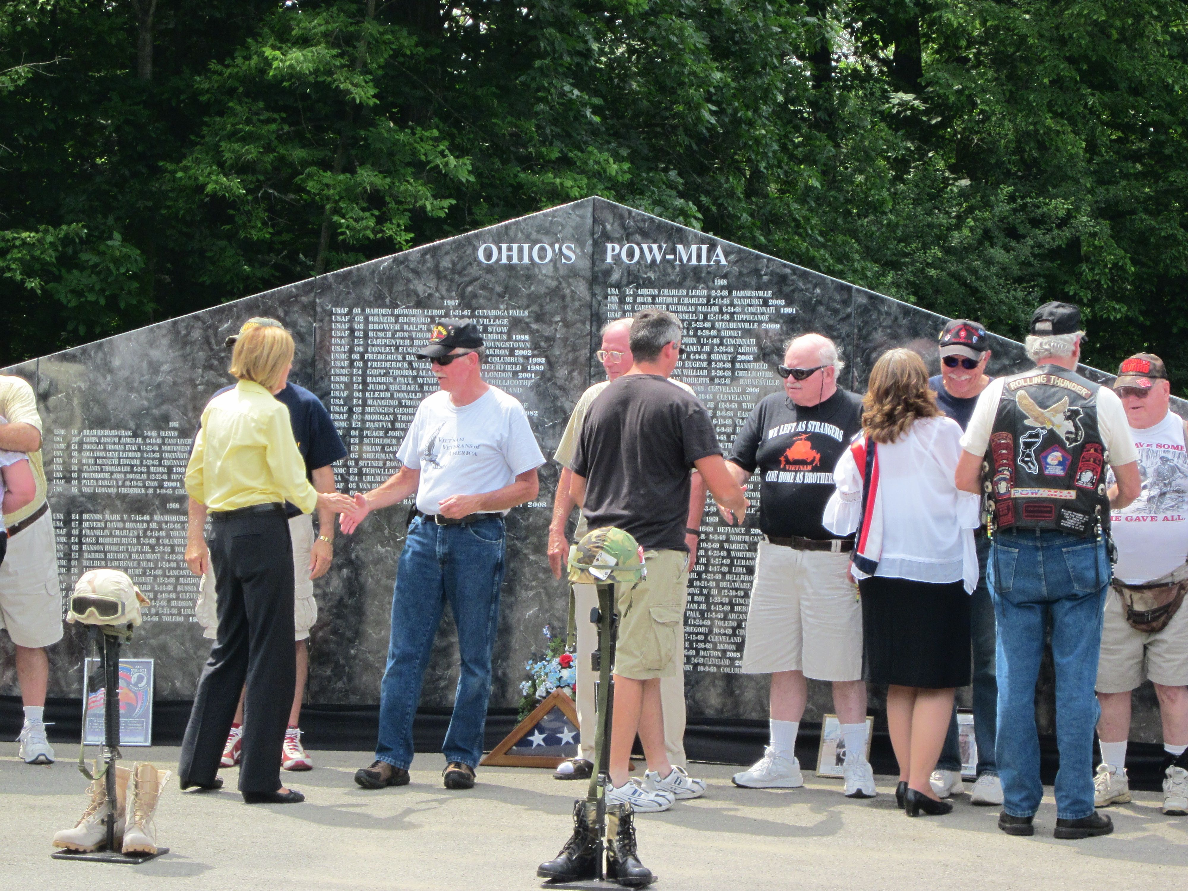 Vietnam Veterans being thanked for his service-2
