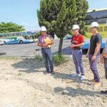 許志宏關心基礎建設視察調解會停車場工程