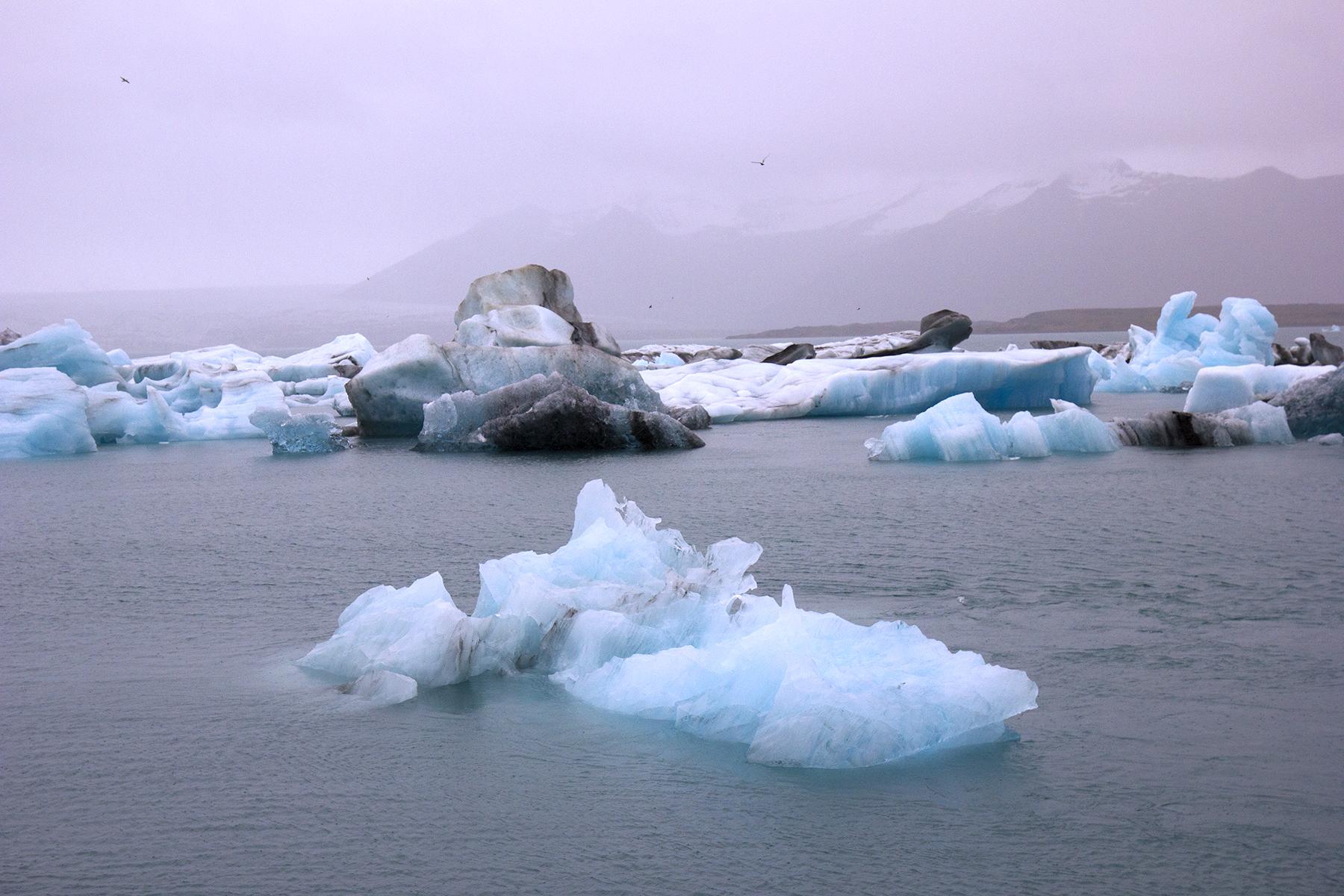 Icebergs in Jökulsárlón glacier lagoon