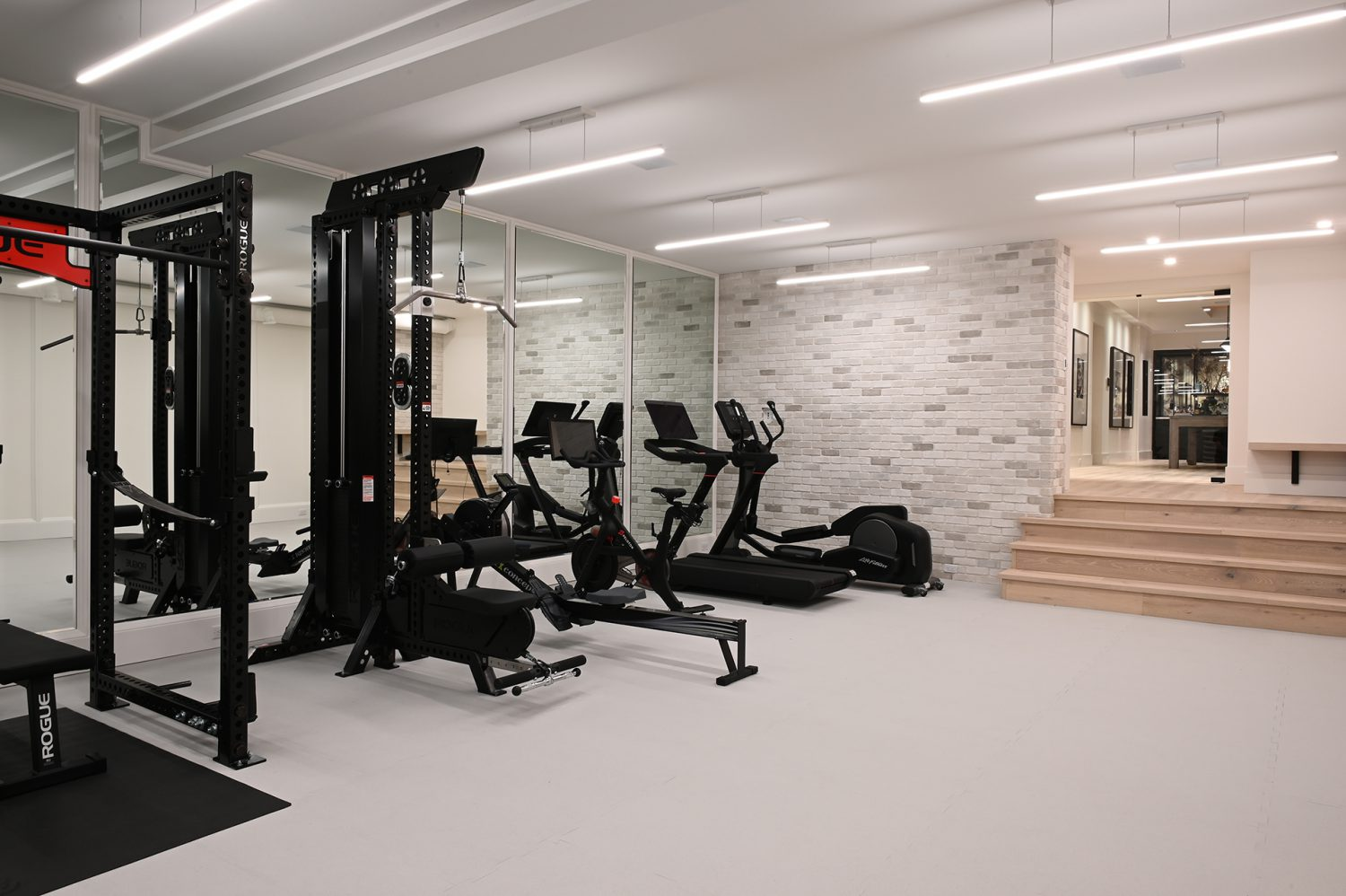 Ferme Moderne basement home gym designed by Midland Premium Properties in Vancouver, BC