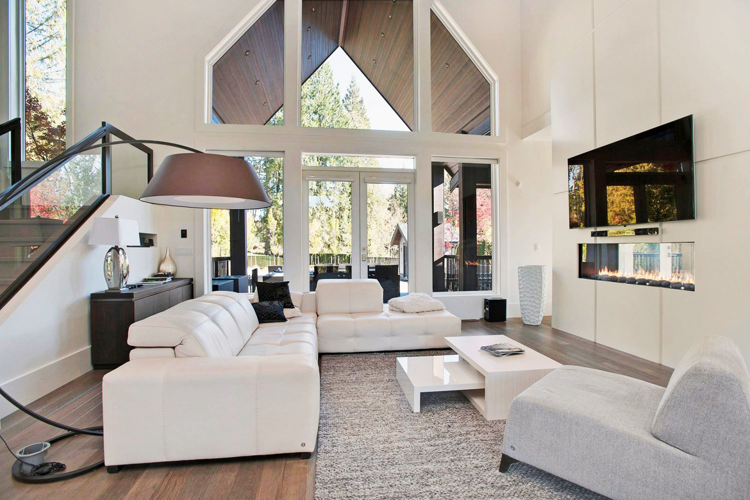Forest interior designed grand living area with vaulted ceilings designed by Midland Premium Properties in Vancouver, BC