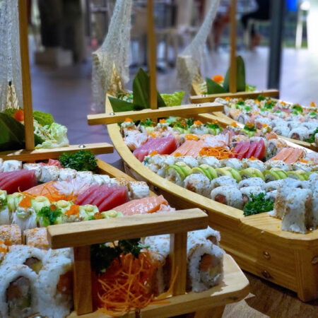 Sushi boats Catering WEB