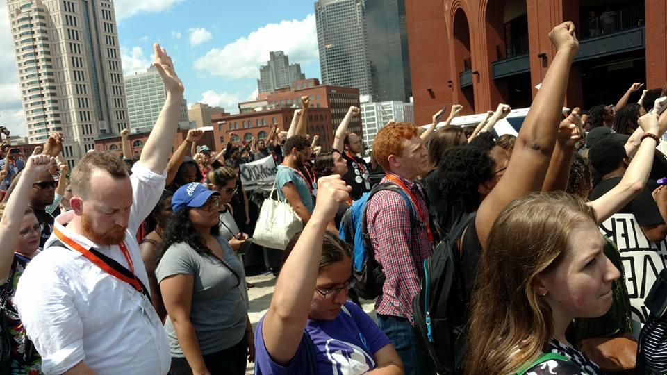 Black Lives Matter w - Netroots Nation shuts down St. Louis Freeway