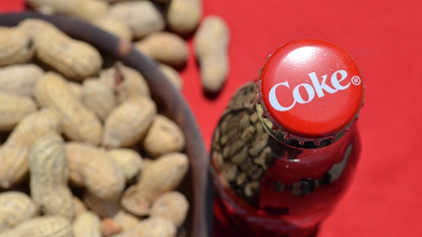 coke-and-peanuts-604-604-337-377d9740.rendition.598.336[1]