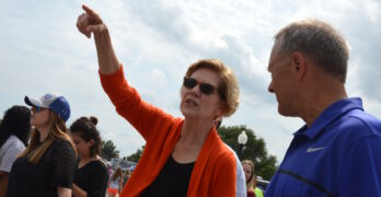 Elizabeth Warren ahead in Iowa