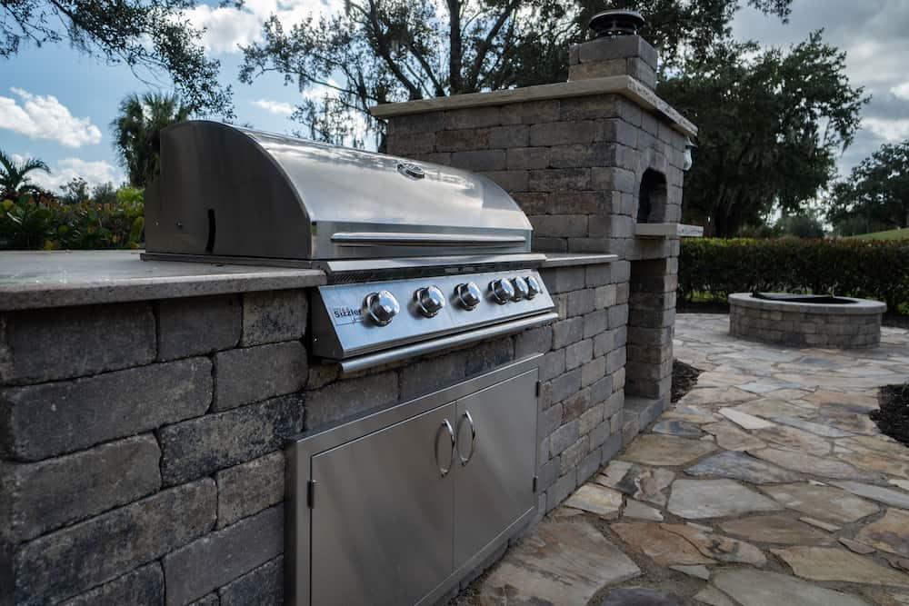 Spectacular Outdoor Kitchen Retreat