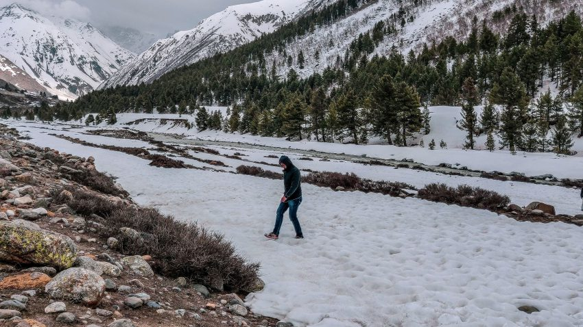 Behind the scenes - reaching towards Baspa river (Chitkul Travel Guide)