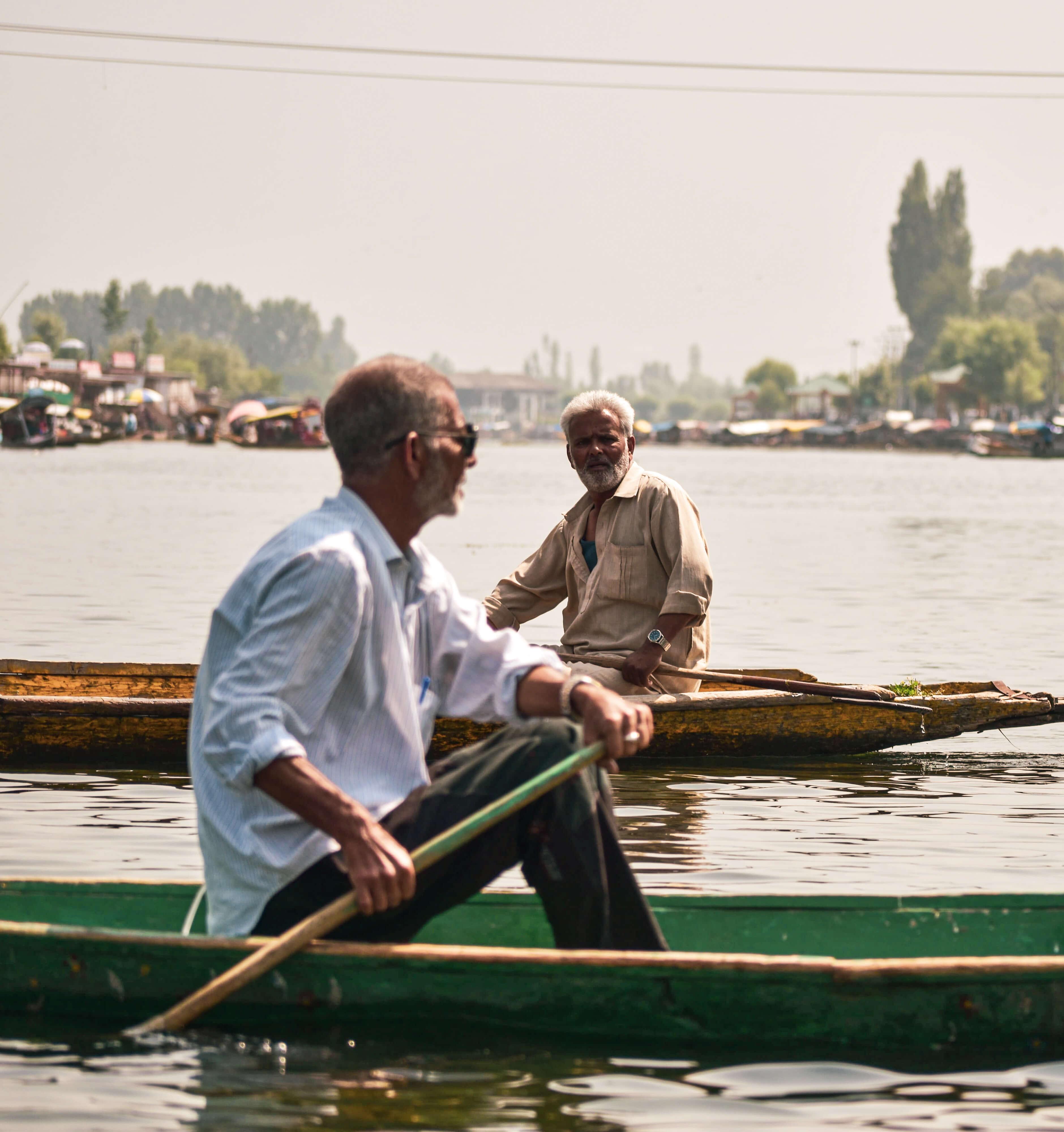 Srinagar Travel Guide - Meeting each other