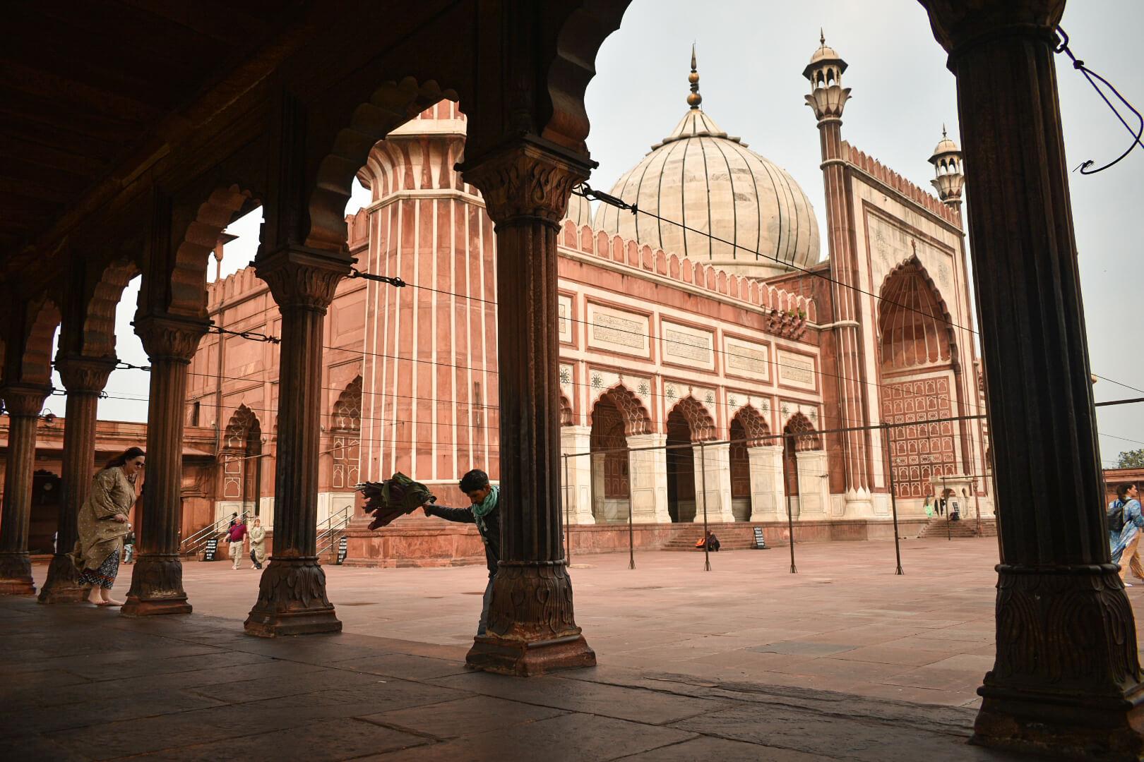 The biggest mosque - jama masjid of delhi