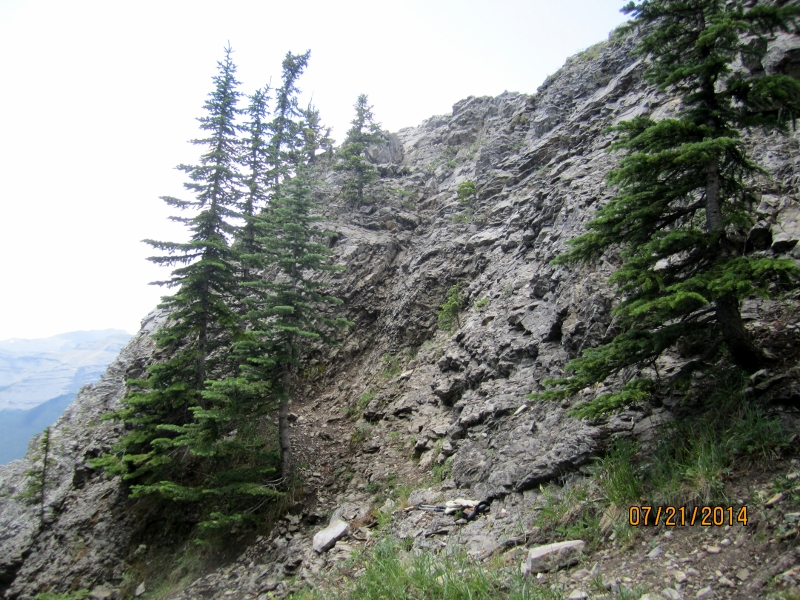 The  scramble for the lower ridge