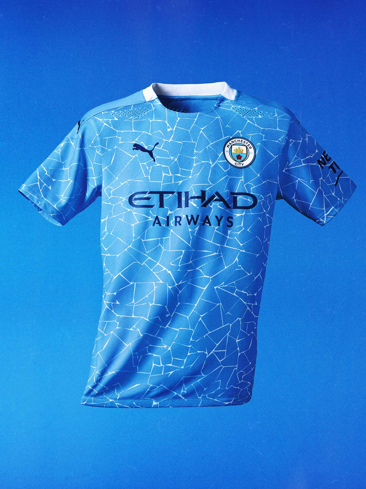 manchester city new home kit by puma shown by krimy 1