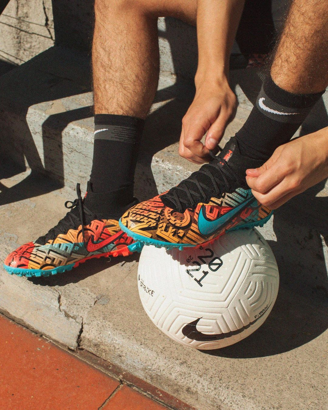 Nike Releases Mexico City Football Collection With Hirving Lozano 3