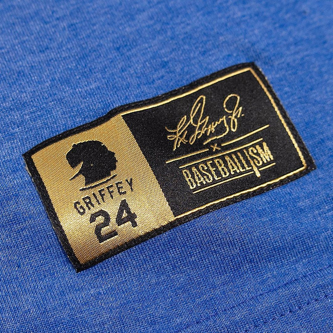 Clothing tag with the signature of silhouette of the 630-home-run hitter