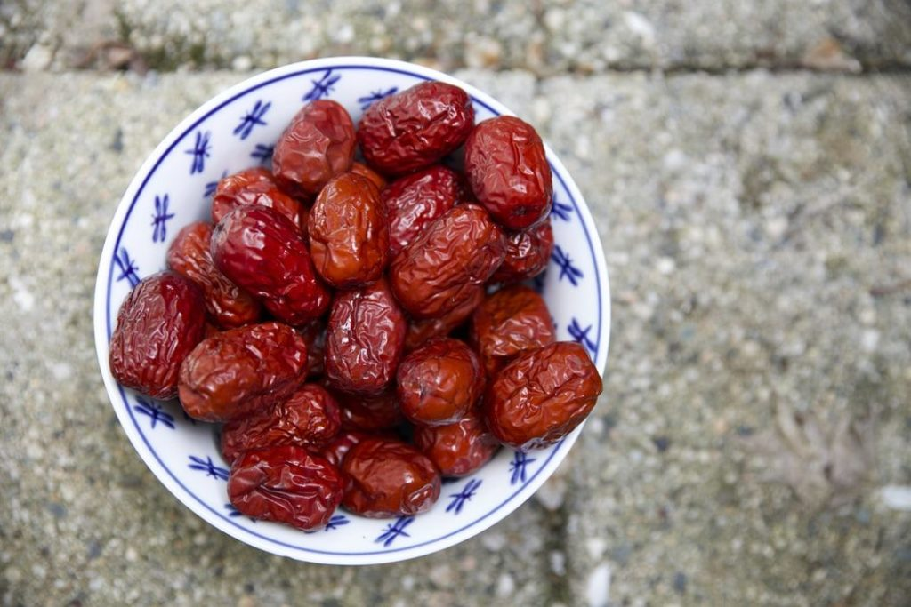 he effect of late pregnancy consumption of date fruit on labor and delivery
