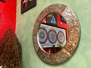 Round aluminum mirror with details