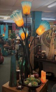Tulip-shaped iron floor lamp with four blown glass shades