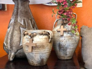 Decorative pottery with rosary details