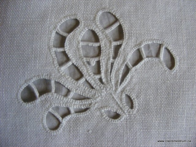 Richelieu Sample: coton à broder #25 on linen ground