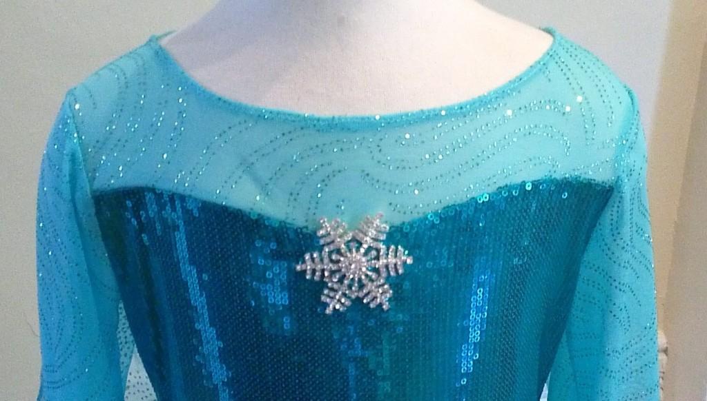 Elsa Frozen neckline