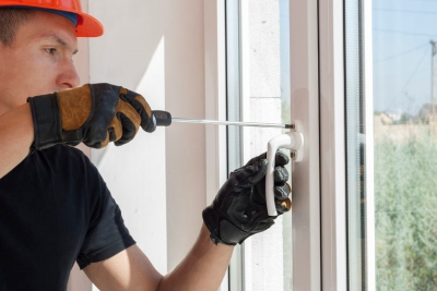 Professional Window Glazier Repairing Window