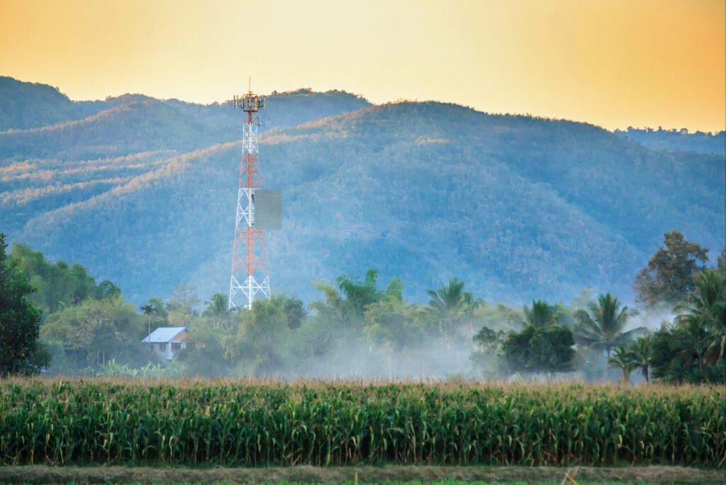Short-Range vs. Long-Range Wireless Power Transmission