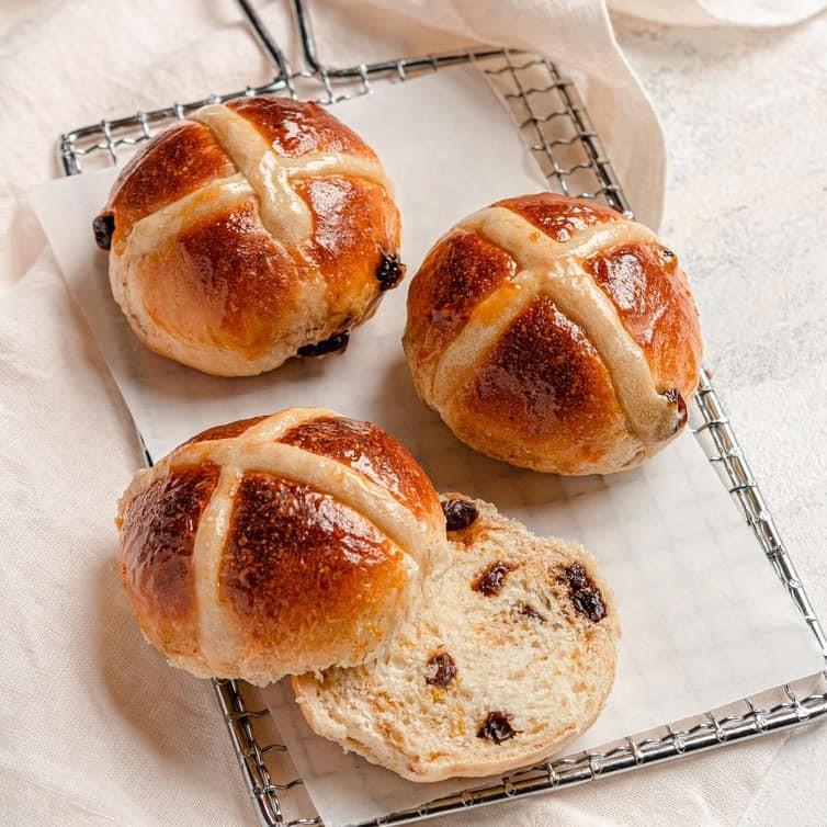 Hot Cross Buns | Brown Eyed Baker