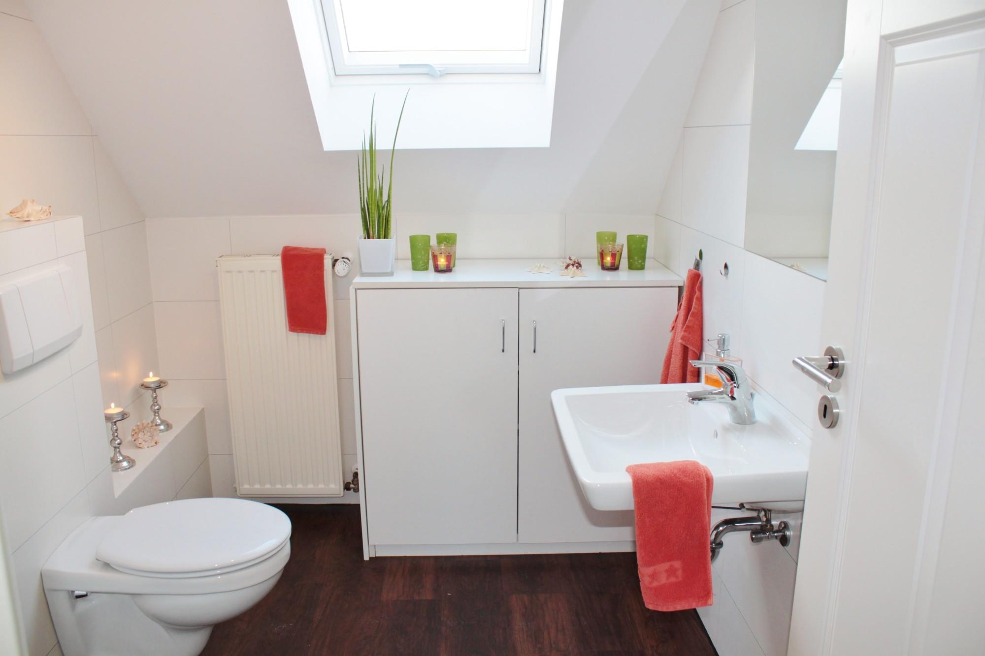 tiny bathroom storage