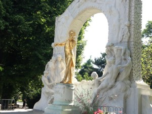 Euro Vienna golden statue