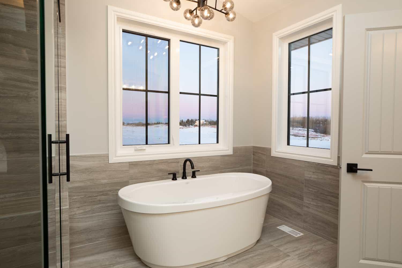 Luxury ensuite bathtub
