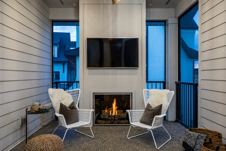 Watermark at Bearspaw – Modern Farmhouse outdoor living