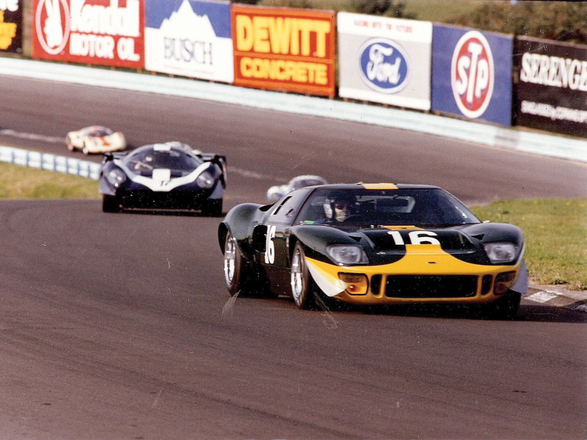 Ford GT vs Ferrari