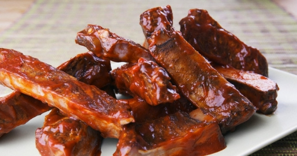Spare ribs covered in barbecue sauce