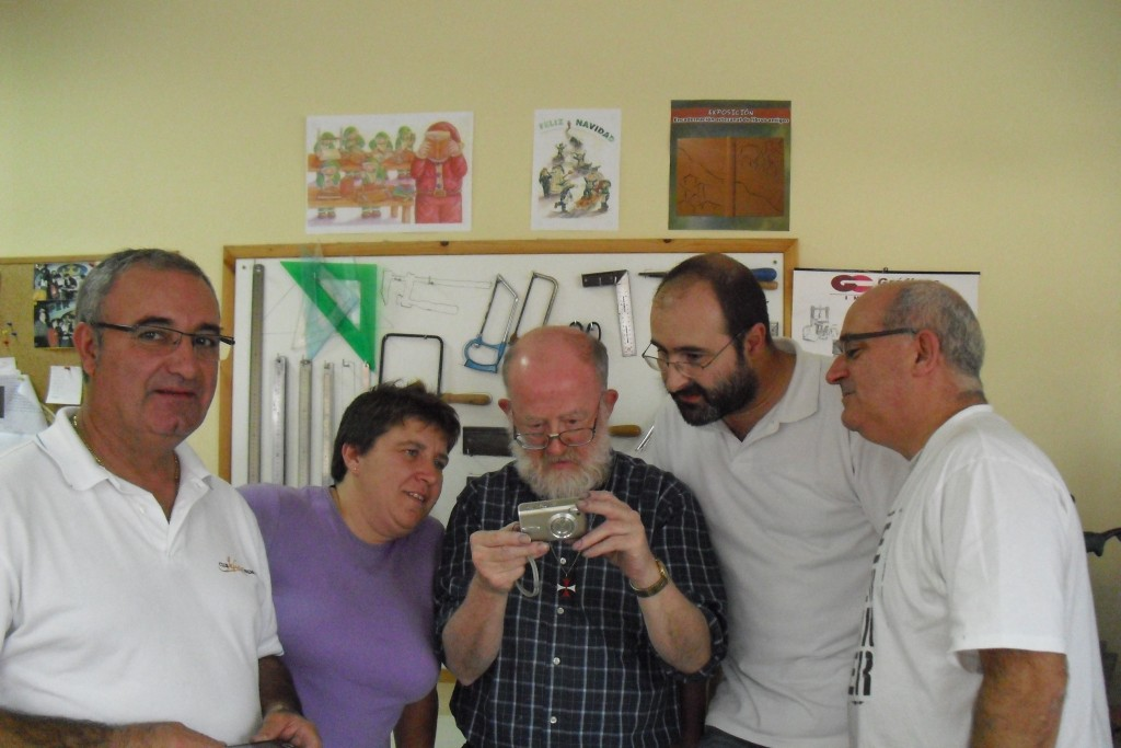 Empezando por la izquierda: Paco Encuadernaciones Cisne), Gena (Entenalla Encuadernación), el Maestro Edgar Claes, Pablo (Encuadernaciones Pino) y yo.