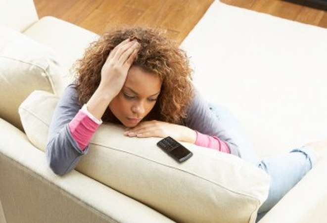 woman_on_couch_with_phone_8_h
