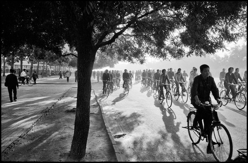6:30 am, Chang An Avenue, Beijing. © The Inge Morath Foundation