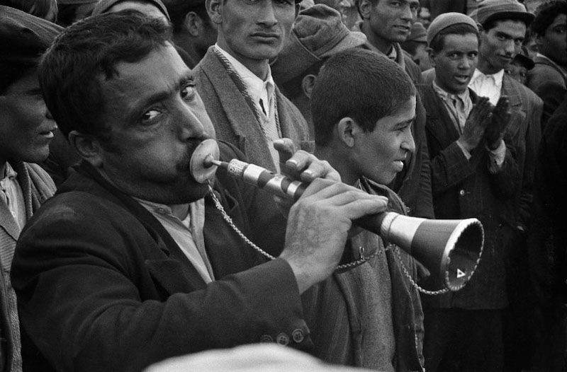 RAN. Tehran. 1956. Street musician performing. © Inge Morath/Magnum Photos