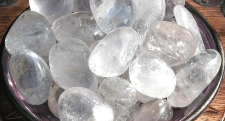 everything_soulful_crystal_quartz_tumbled_stone