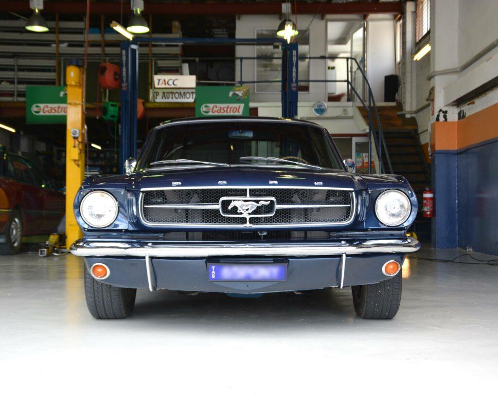 A blue Mustang