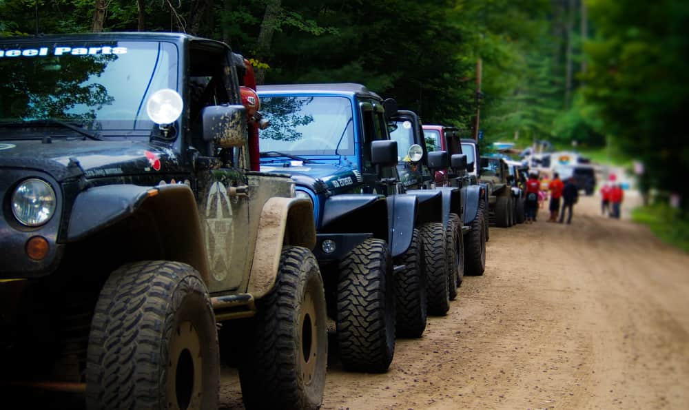 A convoy or Eastern Ontario Trail Blazer Jeeps lined up and ready to roll for a day of offroad 4x4