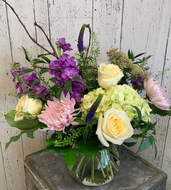 a sSpring coloured flower arrangement
