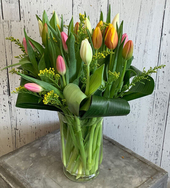 an image of a tulip flower arrangement