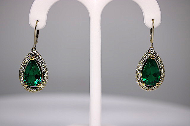 pear-cut-emerald-earrings#2