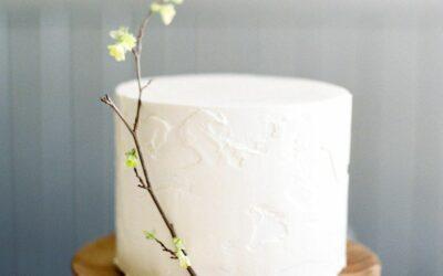 Winter Wedding Cake Flavor Ideas