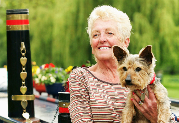 the ways pets help those in assisted living care