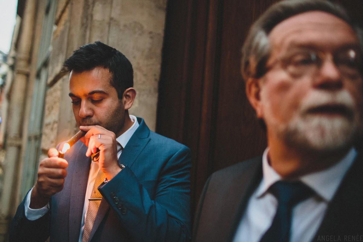 groom-lighting-cigar-paris