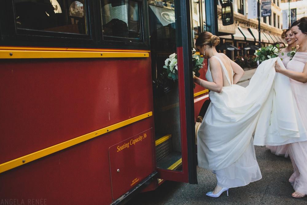 chicago-wedding-trolley